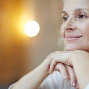 Più intervento di cataratta, più longevità? Per le donne forse sì